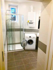 Douche, installation électrique, chauffage réalisés lors d'un chantier de rénovation de Carobois dans une salle de bain